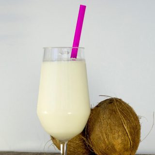 Refreshing Coconut Smoothie Recipe – Cocada Venezolana