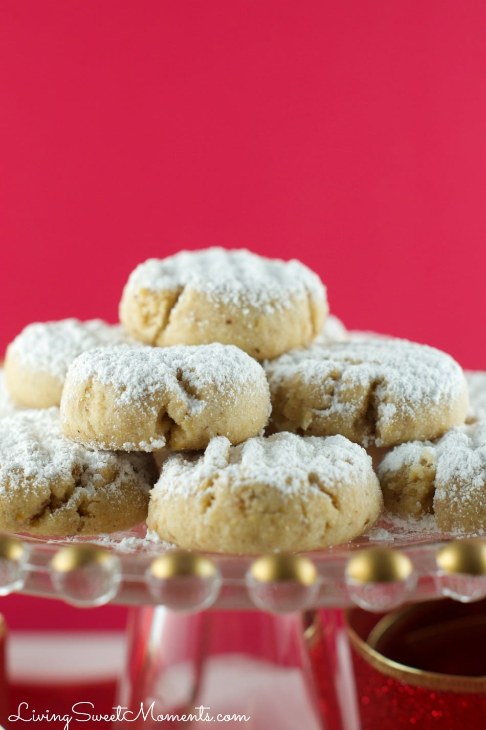 This delicious Walnut Snowball cookies recipe is vegan, easy to make, and delicious! Made with walnut oil is the perfect Christmas cookie recipe for parties