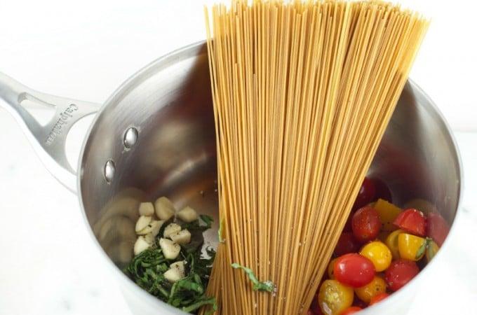 one-pot-caprese-pasta-recipe-1