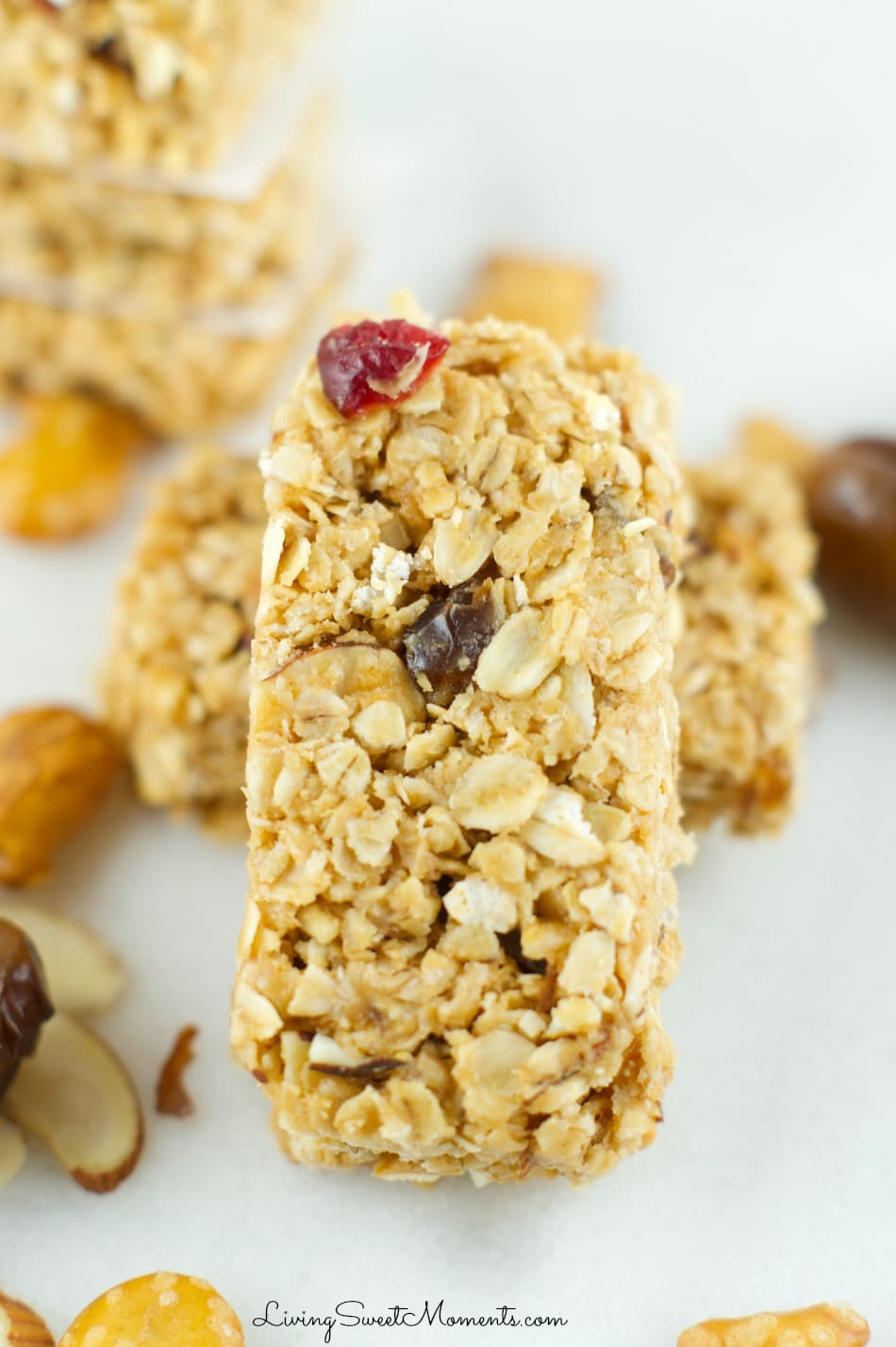 These chewy no bake Sweet And Salty Granola Bars are made with dried fruit, nuts and pretzel pieces. Perfect snack for kids and adults alike!