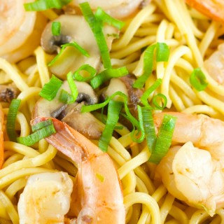 Sesame Shrimp Noodles - Easy and delicious weeknight dinner idea. Shrimp and mushrooms tossed together with egg noodles with a delicious sesame sauce. Definitely a crowd pleaser