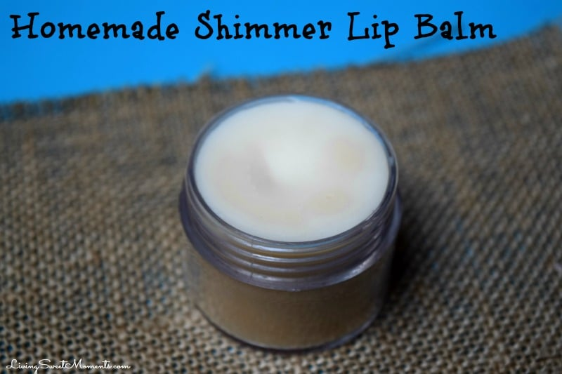 Homemade Lip Balm - Very easy to make and only requires 3 ingredients: coconut oil, beeswax and eye shadow for a shimmering effect. Perfect DIY Gift Idea.