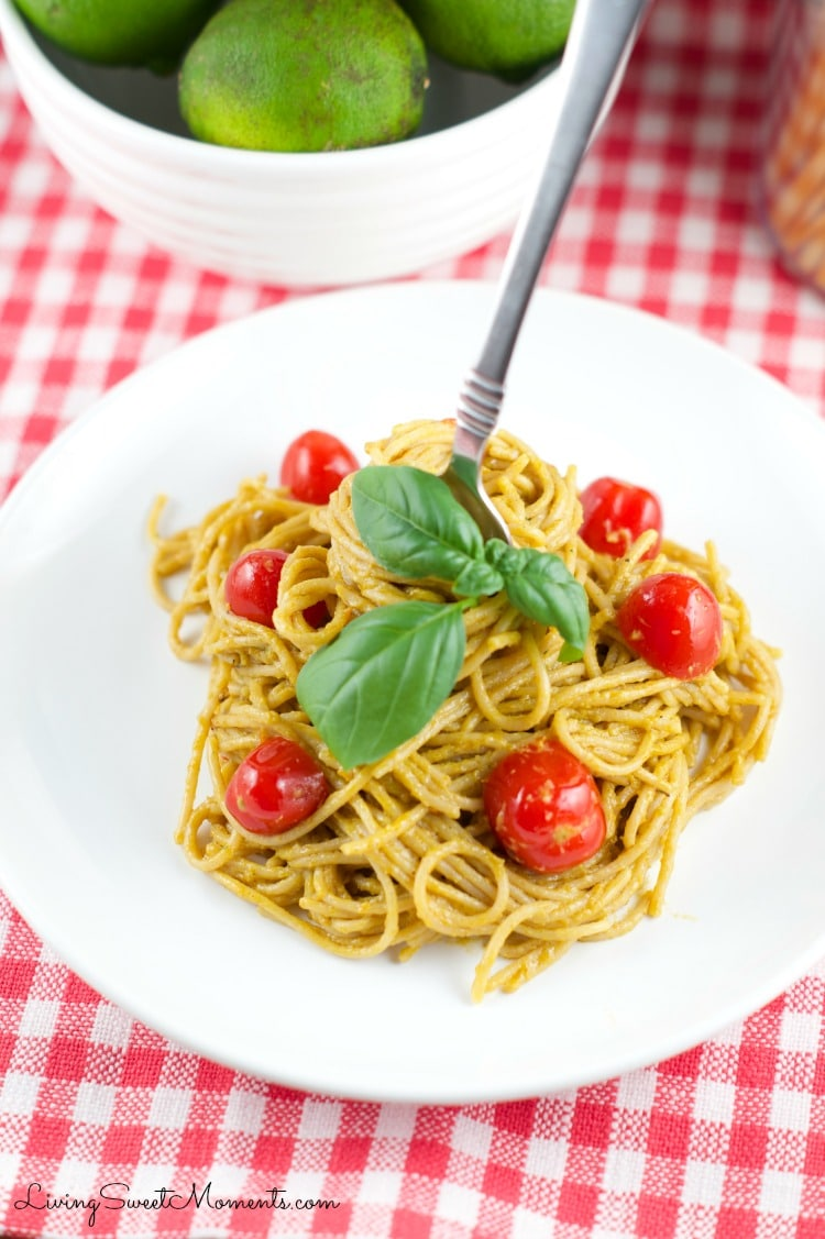 Roasted Pepper and Avocado Pasta - This simple and delicious pasta dish is perfect for a quick weeknight dinner. Yummy Roasted Peppers & avocado pasta sauce