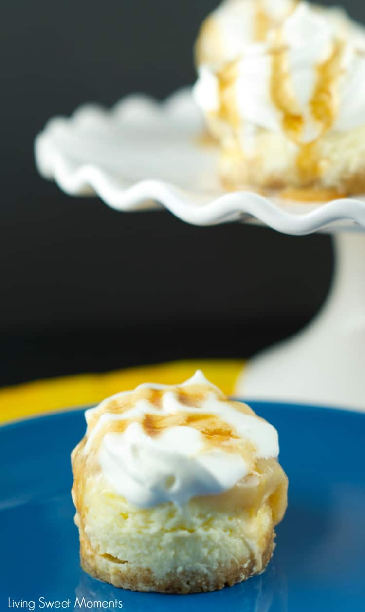 Banoffee Cheesecake- Delicious mini cheesecakes with banana, homemade toffee and whipped cream. A tasty british dessert with an american flair. YUM Dessert