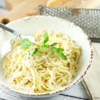 Cacio E Pepe Pasta - Only 5 ingredients needed to make this delicious pasta tossed with fresh pepper and pecorino and parmigiano cheeses. Have dinner on the table in 15 minutes or less.