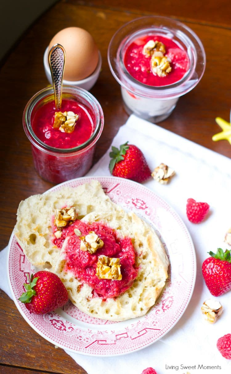 Berry Compote: this simple 3 ingredient compote is perfect to serve with toast, cake, pancakes and even yogurt parfaits in the morning. Delicious and easy!
