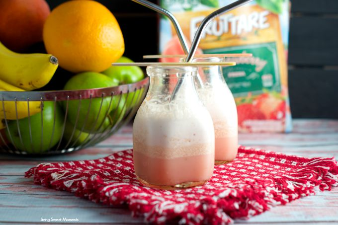 Mango Strawberry Smoothie: delicious fruit smoothie made with frozen fruit bars, fresh fruit and milk. Perfect for the lunchbox or as an afternoon snack.