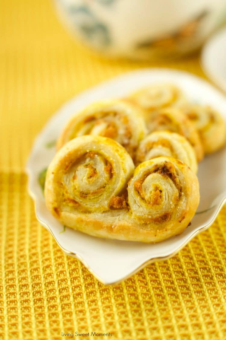 Pumpkin Palmiers: delicious crispy cookies filled with pumpkin and spice. Perfect treat and dessert for the fall. Only 4 ingredients needed! Easy and quick!