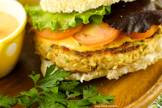 Tuna Burgers With Roasted Pepper Tartar Sauce: the perfect healthy quick weeknight dinner idea for the whole family. Low fat, tasty and easy to make
