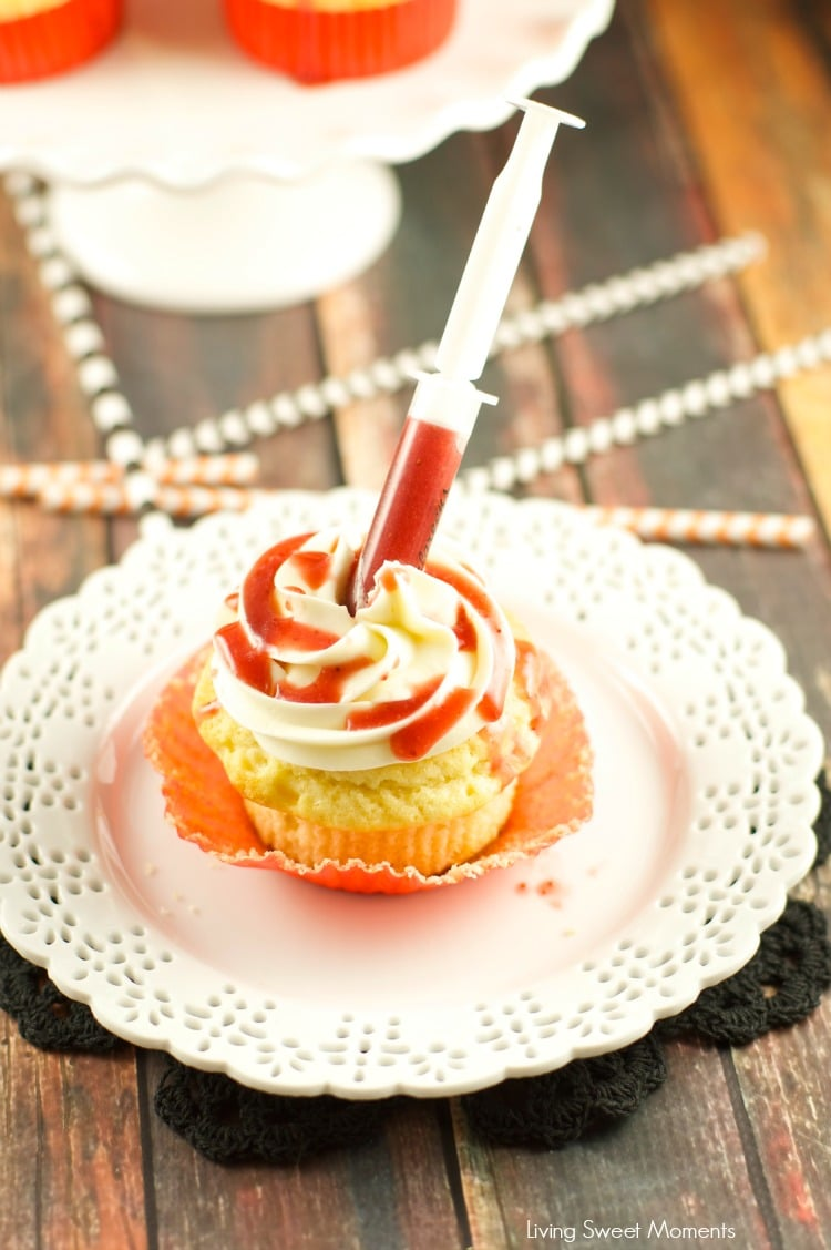 Bloody Cupcakes - the perfect Halloween Treat for a party! Vanilla cupcakes with vanilla buttercream filled with strawberry coulis. Decadent and original!