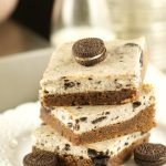 Oreo Cheesecake Brownie Bars - delicious bars with a fudgy brownie bottom topped with a creamy oreo cheesecake. The perfect dessert for any occasion. Yummy!