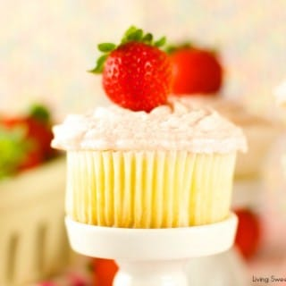 Vanilla Cupcakes with Strawberry Mascaporne Frosting - from scratch moist vanilla cupcakes served with a delicious strawberry mascarpone frosting. Love it!