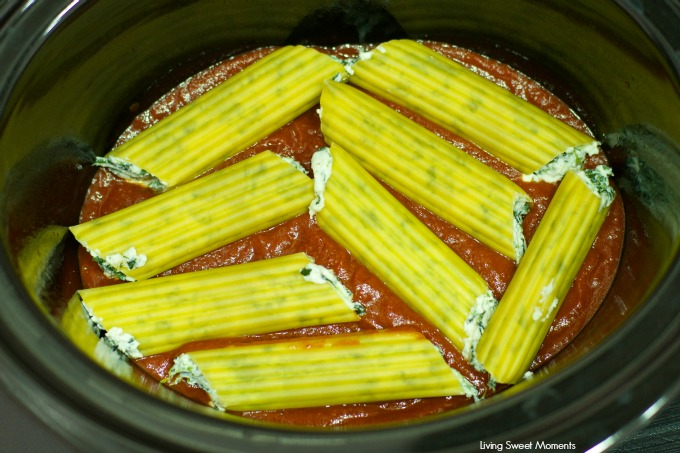 Crock Pot No Cook Manicotti - delicious ricotta spinach manicotti made in the slow cooker! A perfect easy vegetarian dinner idea that preps in no time. Yum!