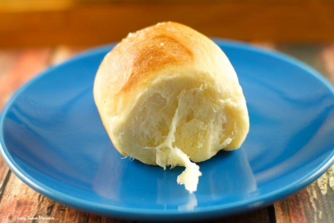 Homemade Dinner Rolls Recipe - These quick homemade dinner rolls are easy to make, soft, fluffy and delicious. This is the best rolls you will every try!