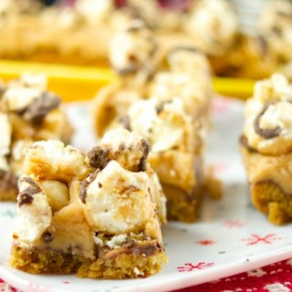 These delicious popcorn bars has a chewy peanut butter cookie crust and is topped with salted caramel fudge popcorn. The perfect dessert for kids & parties