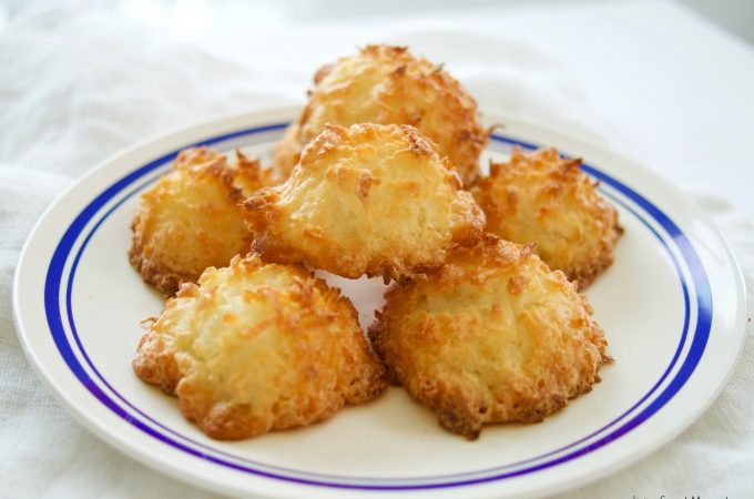 These 3 ingredient coconut macaroons cookies are gluten-free, easy to make and delicious. The perfect dessert for Passover or any other Holiday. Yummy!