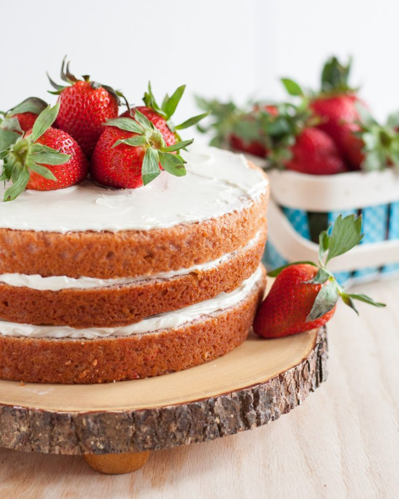 Fresh-strawberry-cake-from-scratch