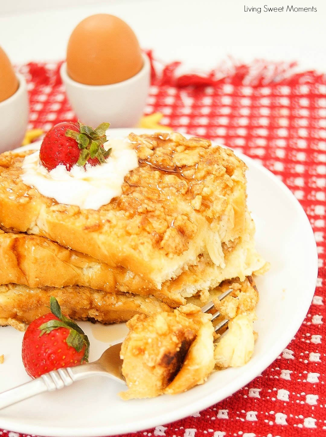 This Crunchy French Toast recipe is crusted with cinnamon cereal and sauteed with butter. The perfect quick breakfast or brunch idea for kids and adults.