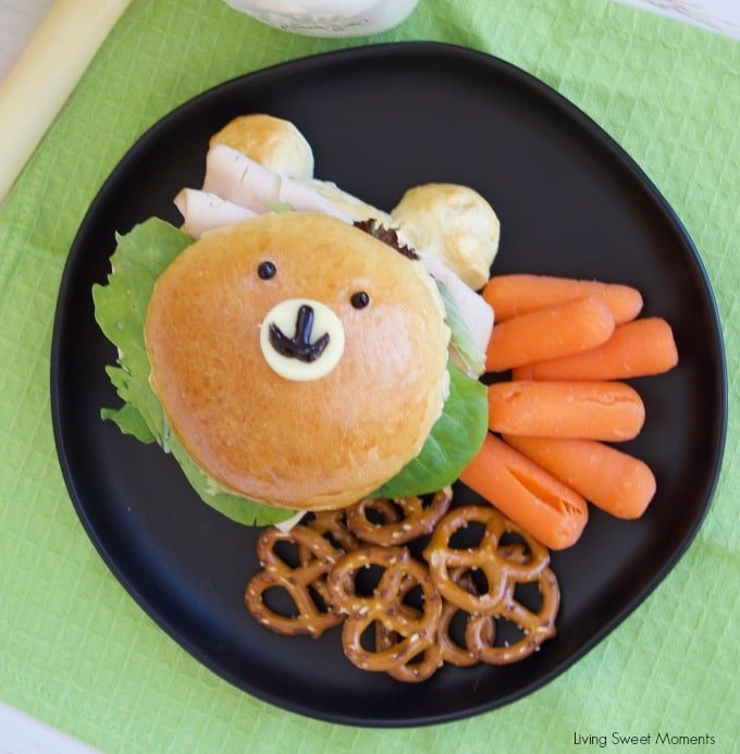 Check out how to make these delicious & adorable Teddy Bear Sandwich Buns served with carrots, and pretzels. Perfect to take to school