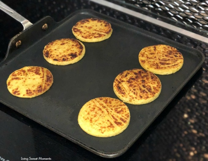 Prepare these easy and delicious Plantain Arepas. Crispy on the outside, soft on the inside, with a touch little sweetnes. Serve with shredded cheese.