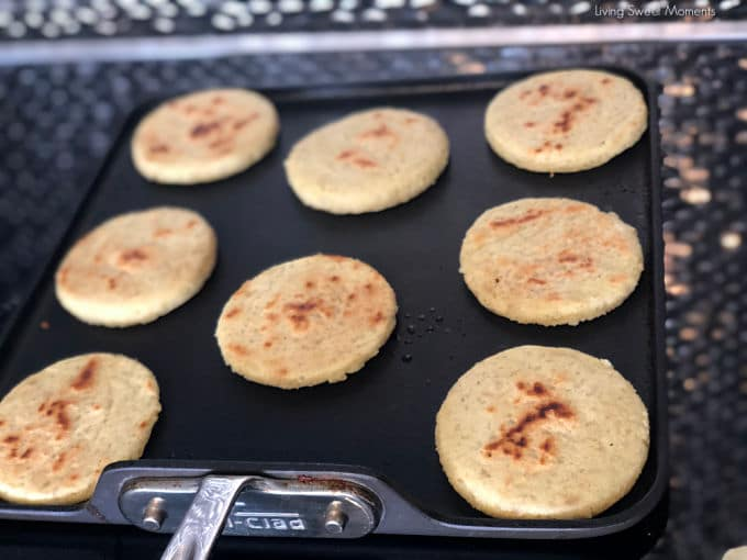 Got any leftover rice? These delicious gluten free crispy rice arepas and are made to be stuffed with your favorite fillings. Ideal for breakfast & dinner. Picture of the process