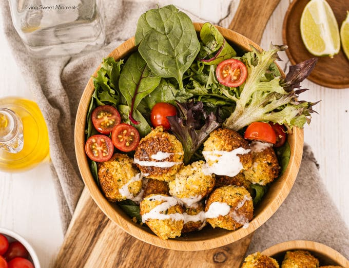 Delicious and hearty ! These easy falafel bowls are served with veggies, and make the perfect vegan quick lunch.