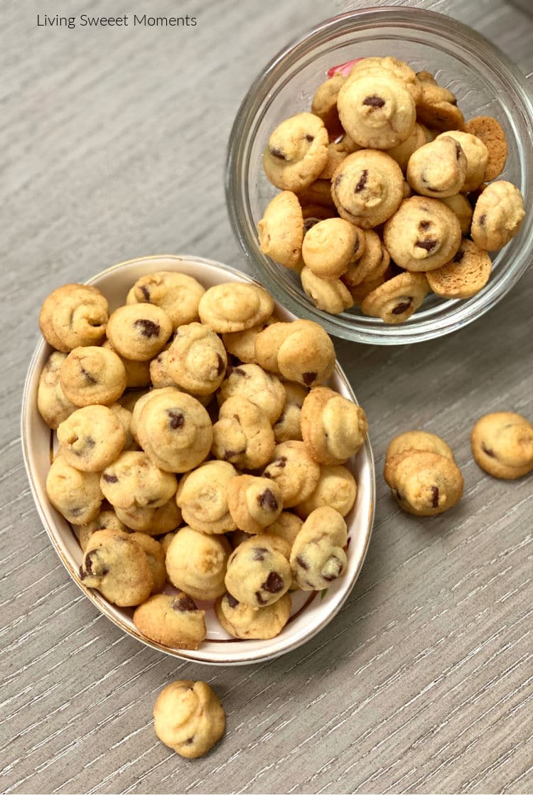 These Mini Crunchy Chocolate Chip Cookies are a copycat of the famous Chocochitas cookies!Miniature morsels of flavor have a crunchy, crumbly texture.