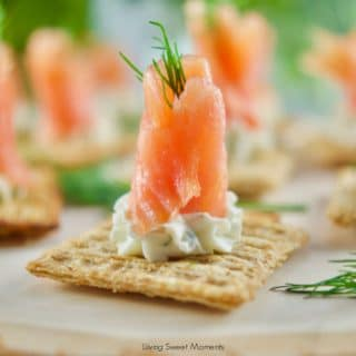 These delicious Smoked Salmon and Dill Canapes require only 5 ingredients and can be made in 10 minutes or less! Perfect for entertaining.